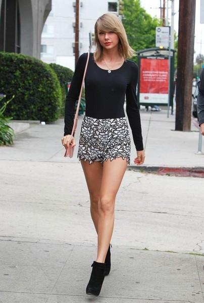 Taylor Swift đi ăn trưa tại Beverly Hills ngày 8/5.