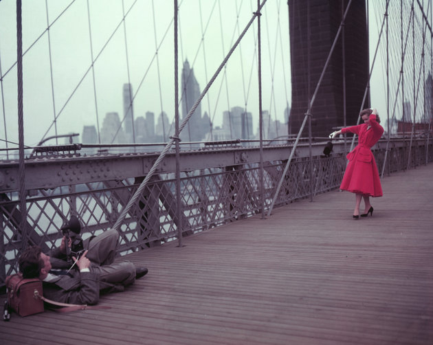 Actors Debbie Reynolds and Donald OConnor (1925 - 2003) as a photographer and an aspiring actress during location shooting for the MGM musical I Love Melvin on the Brooklyn Bridge, New York City, 29th May 1952. (Photo by Pictorial Parade/Archive Photos/Getty Images)