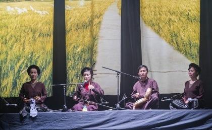 Các nghệ sĩ biểu diễn tại Pháp: Giáng Son, Mai Tuyết Hoa, Quang Long, Thanh Dần.
