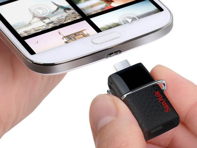 Thiết bị có thể kết nối trực tiếp với smartphone thông qua cổng microUSB