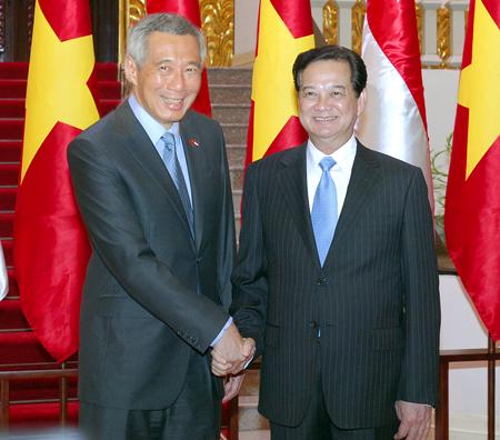 Thủ tướng Nguyễn Tấn Dũng và Thủ tướng Singapore Lý Hiển Long. (Ảnh: VGP/Nhật Bắc)