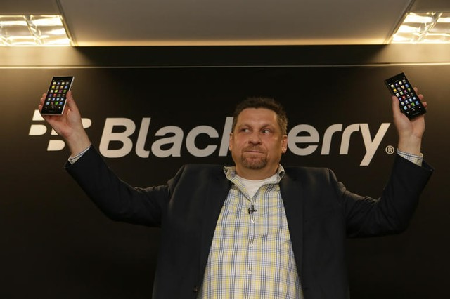 Đại diện của BlackBerry - Ron Louks - giới thiệu chiếc BlackBerry Leap