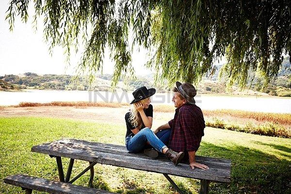 Những chuyến picnic cuối tuần chỉ có hai vợ chồng sẽ khó thực hiện hơn khi bạn có con. (Ảnh minh họa)