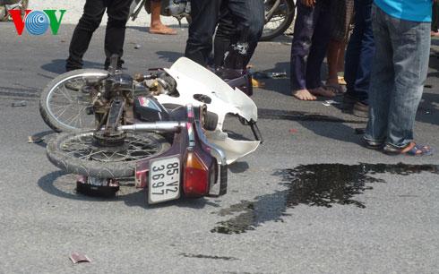 Chiếc xe máy mang biển số Ninh Thuận do 2 thanh niên chưa rõ danh tính điều khiển