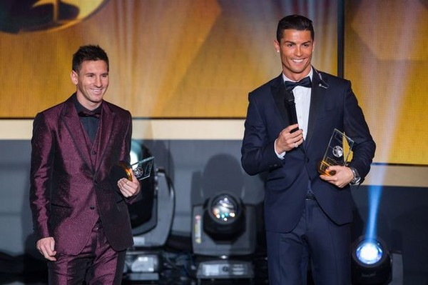 Con trai Ronaldo là fan cuồng... Messi 1