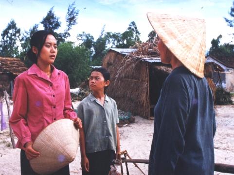 Không chỉ dịch phim, những dịch giả như Nguyễn Lệ Chi còn góp phần đưa phim Việt Nam như Đời cát ra nước ngoài.