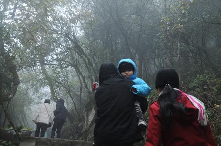 Du khách nô nức thăm núi Hàm Rồng (Sa Pa).