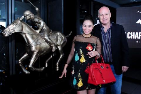 Vợ chồng Thu Minh - Otto trong buổi họp báo giải Polo Cup đầu tiên tổ chức tại Việt Nam.