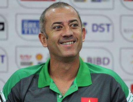 Graechen Guillaume (HA Gia Lai) là HLV ngoại duy nhất tại V-League
