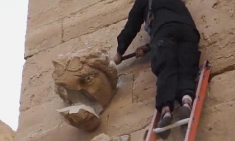 Phiến quân IS dùng búa phá hủy di sản ở thành phố Hatra, Iraq