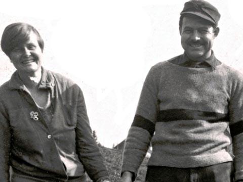 Nhà văn Hemingway và người vợ đầu, Hadley.