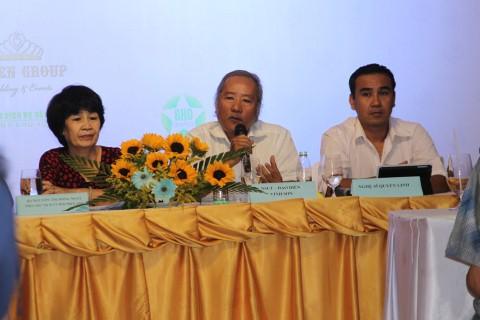 Nhà thơ Nguyễn Thị Hồng Ngát, đạo diễn Nguyễn Vinh Sơn và nghệ sĩ Quyền Linh tại buổi họp báo hôm 2/3 tại TP.HCM.