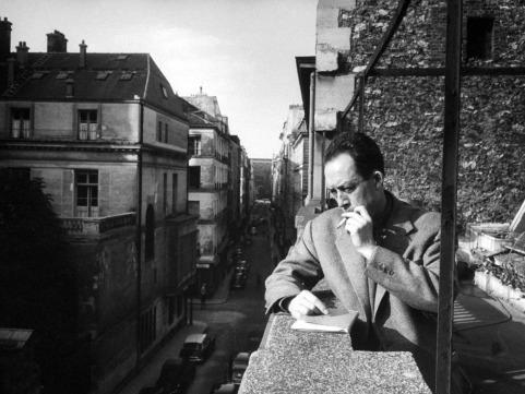 Albert Camus, nhà văn, nhà tư tưởng, nhà đạo đức học, con người phản kháng.