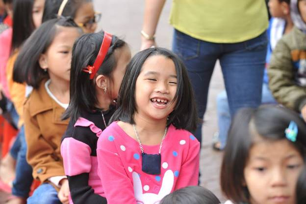Nụ cười hồn nhiên của các em nhỏ tại Nghệ An khi chuẩn bị được nhận những món quà từ chương trình Bảo vệ nụ cười Việt Nam.