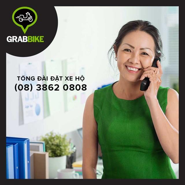 Ngay cả những người không quen sử dụng smartphone cũng có thể sử dụng dịch vụ của Grabtaxi. (Ảnh: Trí Thức Trẻ)