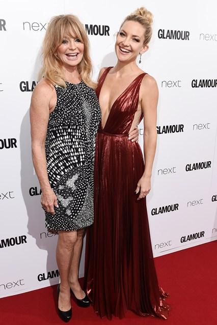Kate Hudson tới dự sự kiện của tạp chí Glamour cùng mẹ mình.