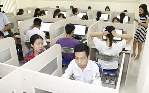 Kỳ thi đánh giá năng lực được tổ chức mới đây thu hút sự quan tâm của đông đảo phụ huynh, học sinh.