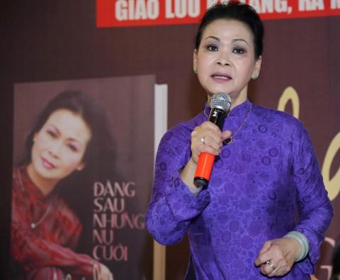 Danh ca Khánh Ly trong buổi giao lưu với độc giả tại TP HCM chiều ngày 14/6.
