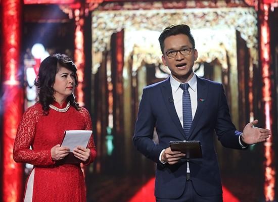 Hạnh Phúc và Giáo sư Caroline Kiều Linh.