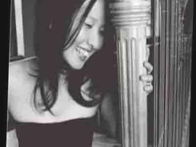 Nghệ sỹ đàn harp Aya Matsumoto