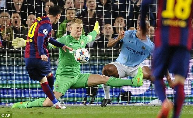 Tình huống cứu bóng xuất sắc nhất của Joe Hart trước mũi giày Messi khi số 10 của Barca chỉ cách gôn chừng 5 m.