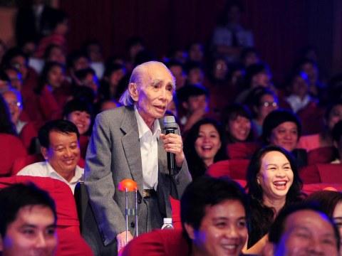 Phan Huỳnh Điểu giữa lòng khán giả yêu mến ông. (Ảnh: Lý Võ Phú Hưng, 2014)