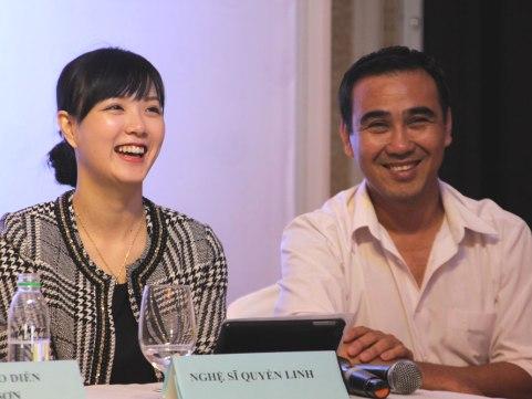 Nghệ sĩ Quyền Linh và diễn viên Trang Phương - Chủ tịch HĐQT Queen Group, đơn vị tài trợ giải Cánh diều 2014, tại buổi họp báo hôm 2/3 về giải Cánh diều 2014.