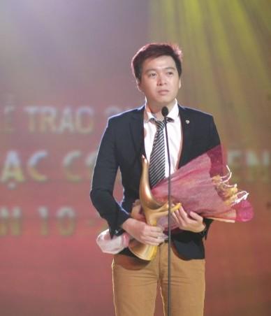 Phạm Toàn Thắng giành giải Nhạc sĩ của năm và Bài hát mới của năm.