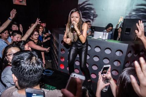 Nữ ca sĩ rap Suboi trong một màn diễn.