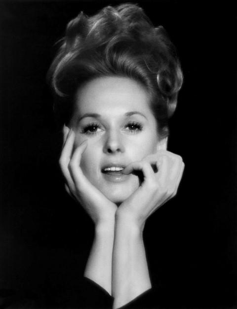 Nữ diễn viên Tippi Hedren thời trẻ với vẻ đẹp đài các.