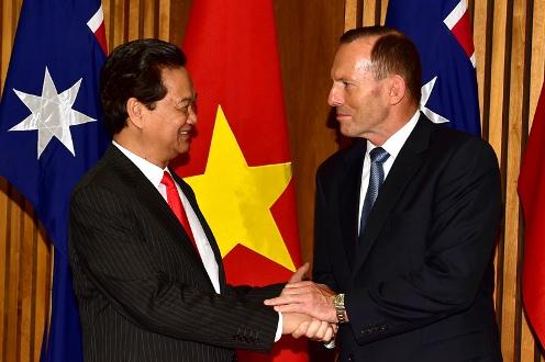 Thủ tướng Nguyễn Tấn Dũng và Thủ tướng Australia Tony Abbott. Ảnh VGP/Nhật Bắc