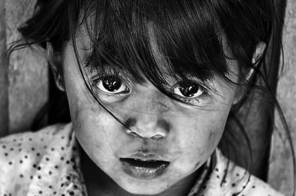 Đôi mắt trong veo mê hoặc của em bé người Buôn Ma Thuột
