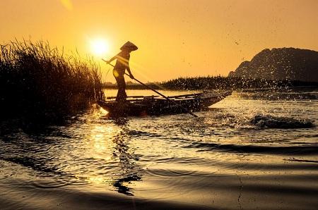 Mặt trời lặn trên đầm Vân Long. (Ảnh: Cao Anh Tuan)