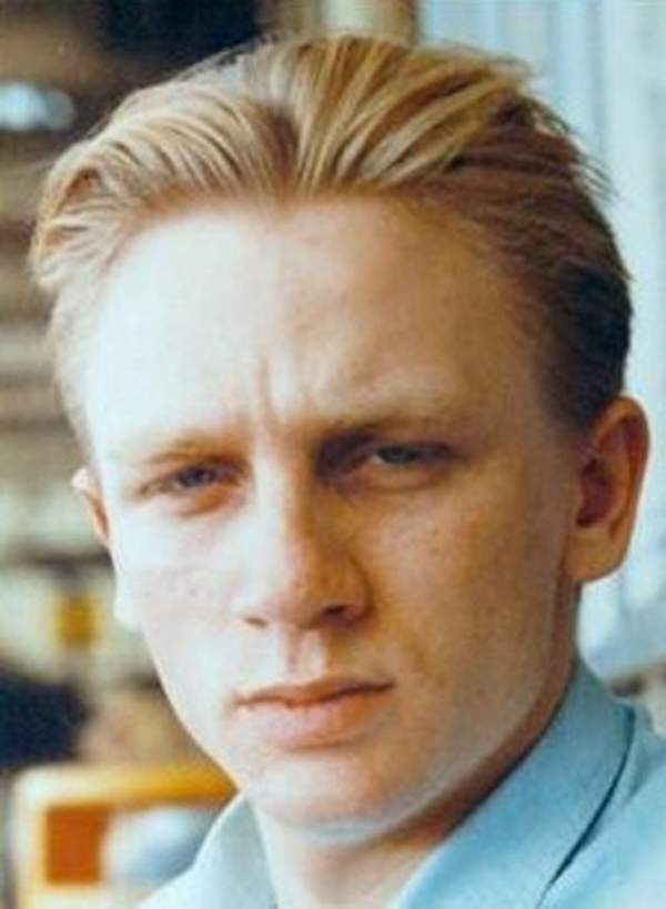 Chàng điệp viên 007 Daniel Craig từng là cậu thiếu niên với mái tóc vàng và khuôn mặt thường tỏ ra đăm chiêu.