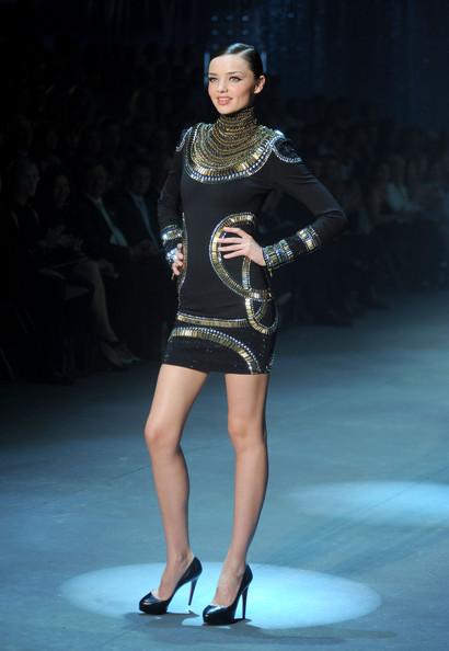 Miranda Kerr trình diễn trong show của David Jones, năm 2010