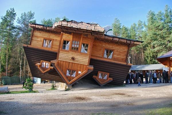 Ngôi nhà ngược duy nhất tại Ba Lan với nội thất bên trong cũng… ngược.