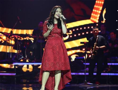 Phương Mỹ Chi giành giải thưởng 1 tỷ, Thùy Chi hát live như thu đĩa 10