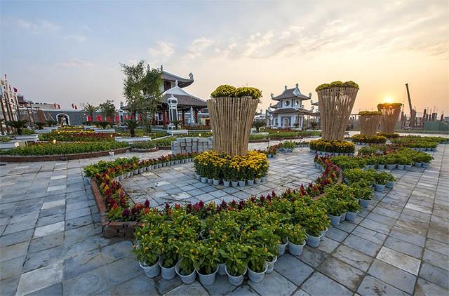 Lễ hội hoa xuân 2015 sẽ được công viên châu Á tổ chức trên diện tích rộng đến 2ha, nằm ở địa chỉ số 1 đường Phan Đăng Lưu, thành phố Đà Nẵng.