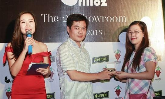 Cuối chương trình, trang sức Brilloz rất hân hạnh được trao một phần quà vô cùng may mắn cho một vị khách nữ của chương trình. (Ảnh: Trí Thức Trẻ)