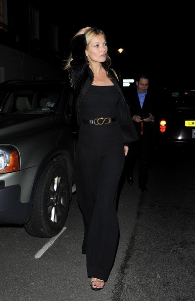 Mầu đen sành điệu của Kate Moss