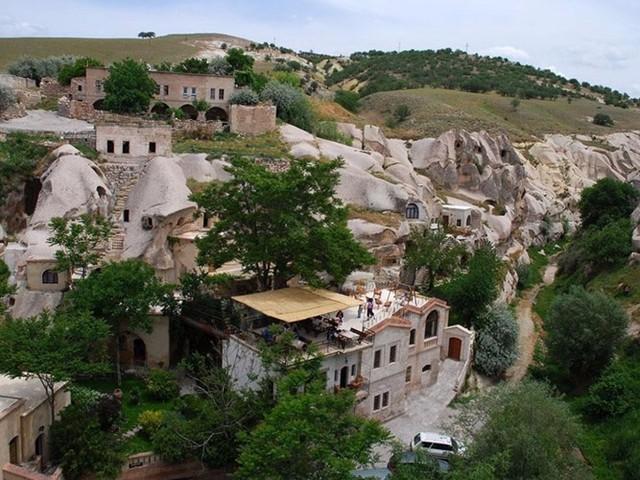 Khách sạn Hang Gamirasu (Thổ Nhĩ Kỳ) là một trong những khách sạn hang động đẹp nhất ở khu vực Cappadocia, Thổ Nhĩ Kỳ.