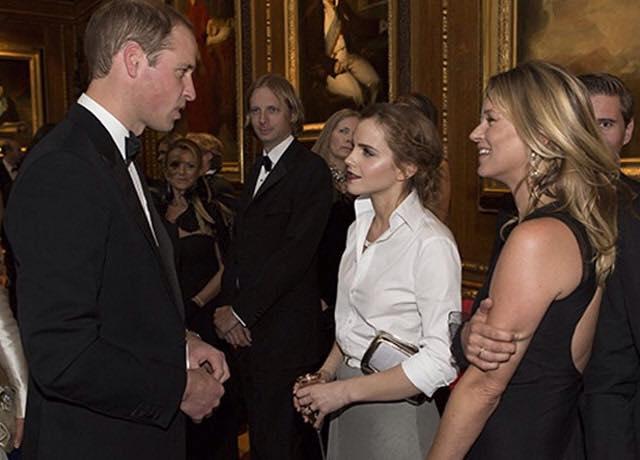 Ảnh này cho vào thân bài. Chú thích ảnh: Emma Watson nói chuyện với hoàng tử William, trong một cuộc gặp gỡ với hoàng gia Anh. (Ảnh: G)