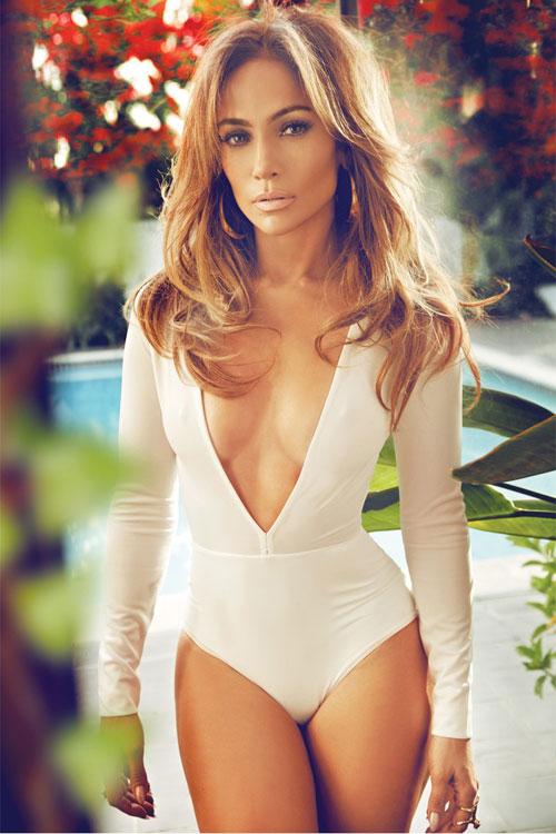 Xuất hiện trên bìa tạp chí Complex tháng 3, nữ diễn viên kiêm ca sĩ Mỹ diện đồ bodysuit phóng túng khoe hình thể nóng bỏng.