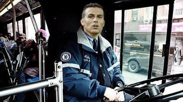 Sau 3 trận đầu mùa giải, cuối cùng Chelsea cũng đã giành được chiến thắng đầu tiên trước. Công lớn trong thắng lợi này phải kể đến tân bình Pedro - người tài xế mà HLV Mourinho mới tậu về để lái chiếc xe bus Chelsea vượt qua khó khăn
