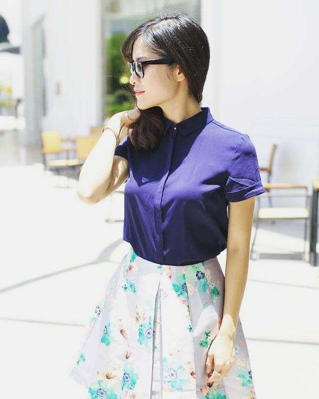 Trang phục khi lên sân khấu cũng chính là trang phục đời thường của MC Mai Trang. Cô đặc biệt yêu thích những trang phục đơn giản, nhẹ nhàng và nữ tính.