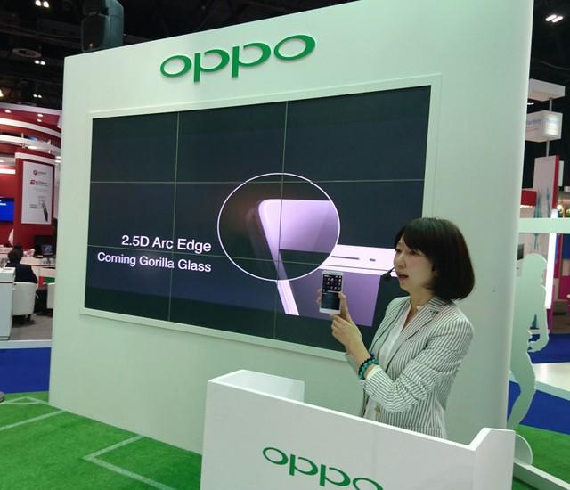 Oppo R7s được trang bị công nghệ màn hình cong 2,5D