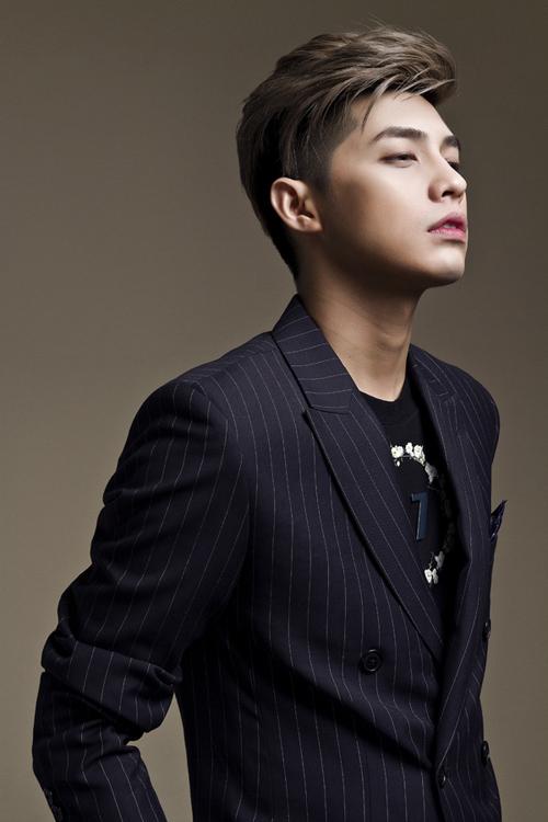 Noo Phước Thịnh là ca sĩ khách mời trong đêm chung kết Siêu mẫu Việt Nam.