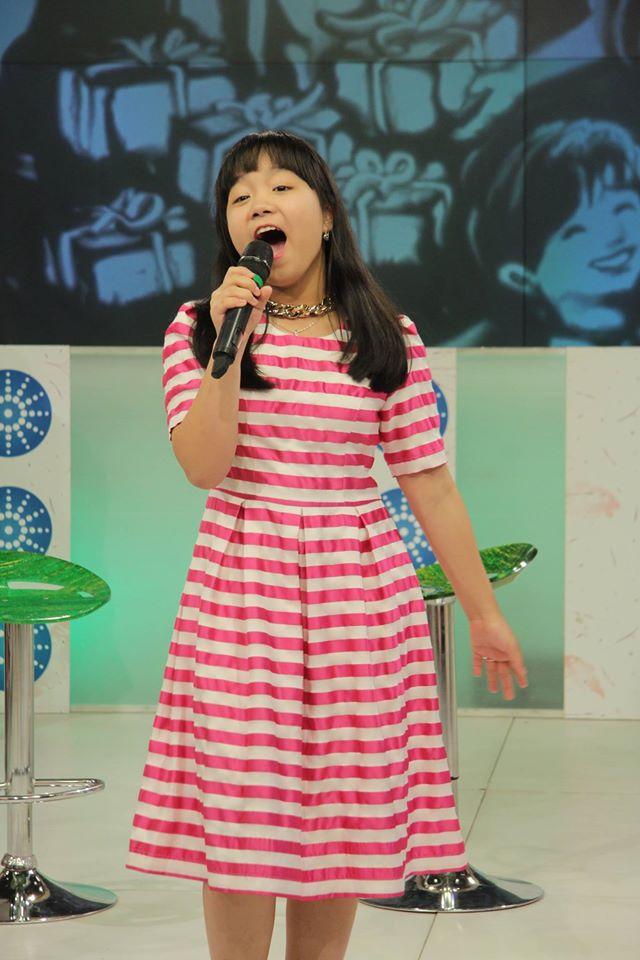 Không chỉ được thưởng thức phần trình diễn của Hoàng Anh, khán giả còn có cơ hội lắng nghe tiếng hát của Linh Nhi - top 6 Giọng hát Việt nhí 2014