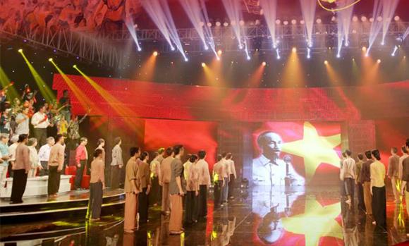 Tiết mục Diệt phát xít tái hiện thời điểm Chủ tịch Hồ Chí Minh đọc Tuyên ngôn độc lập.