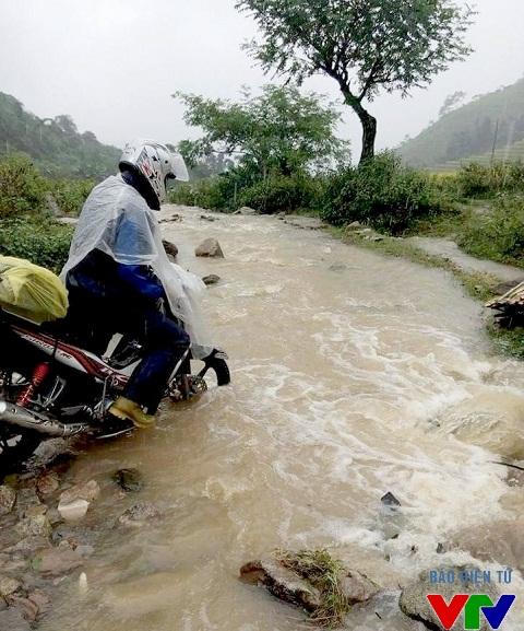 Đường lên thôn Suối Thầu, Sapa vô cùng khó đi, đặc biệt là vào những ngày mưa lũ